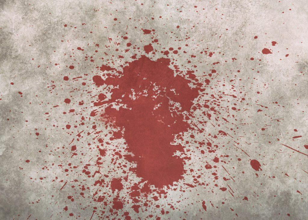 rozpryskana na asfalcie krew